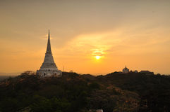 Ηλιοβασίλεμα στο παλάτι βουνών khao-Wung Στοκ φωτογραφίες με δικαίωμα ελεύθερης χρήσης
