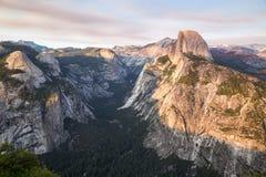 Ηλιοβασίλεμα στο σημείο παγετώνων στο εθνικό πάρκο Yosemite, Καλιφόρνια, ΗΠΑ Στοκ εικόνα με δικαίωμα ελεύθερης χρήσης