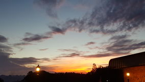 Ηλιοβασίλεμα στο σύνολο Στοκ εικόνα με δικαίωμα ελεύθερης χρήσης