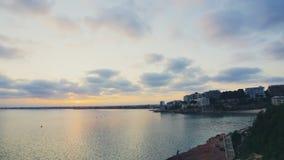 Ηλιοβασίλεμα στο χρόνος-σφάλμα παραλιών, κινούμενα σύννεφα Θάλασσα φιλμ μικρού μήκους