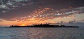 Ηλιοβασίλεμα στο όμορφο νησί Στοκ Εικόνες