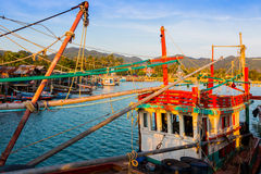 ηλιοβασίλεμα Ταϊλανδός αλιείας βαρκών Στοκ Φωτογραφίες