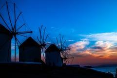 Ηλιοβασίλεμα της Ελλάδας Μύκονος, νησί της Μυκόνου ηλιοβασιλέματος ανεμόμυλων, Κυκλάδες Στοκ Φωτογραφίες