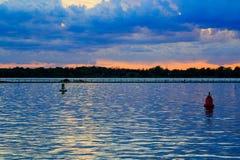 Ηλιοβασίλεμα της Νέας Υόρκης Buffalo στην άνοιξη που κοιτάζει πέρα από τη λίμνη Erie από το σύστημα πάρκων Στοκ Εικόνα
