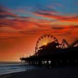 Ηλιοβασίλεμα της Σάντα Μόνικα Καλιφόρνια στη ρόδα Ferrys αποβαθρών Στοκ Εικόνα