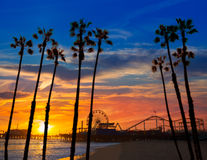 Ηλιοβασίλεμα της Σάντα Μόνικα Καλιφόρνια στη ρόδα Ferrys αποβαθρών Στοκ Φωτογραφία