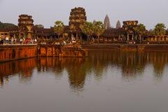 Ηλιοβασίλεμα, τουρίστες σε Angkor Wat Στοκ φωτογραφία με δικαίωμα ελεύθερης χρήσης