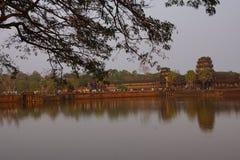 Ηλιοβασίλεμα, τουρίστες σε Angkor Wat Στοκ εικόνα με δικαίωμα ελεύθερης χρήσης