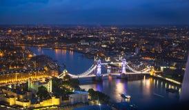 ηλιοβασίλεμα του Λονδ background city night street Η νύχτα ανάβει την πλευρά του Γουέστμινστερ Στοκ εικόνες με δικαίωμα ελεύθερης χρήσης