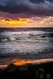 Ηλιοβασίλεμα Όμορφο ηλιοβασίλεμα Μαύρη Θάλασσα Χρυσό ηλιοβασίλεμα θάλασσας Θάλασσα εικόνων Στοκ Εικόνες