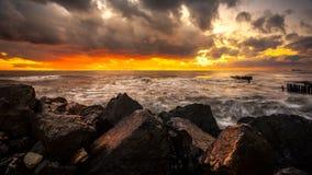 Ηλιοβασίλεμα Όμορφο ηλιοβασίλεμα Μαύρη Θάλασσα Χρυσό ηλιοβασίλεμα θάλασσας Θάλασσα εικόνων Στοκ εικόνα με δικαίωμα ελεύθερης χρήσης