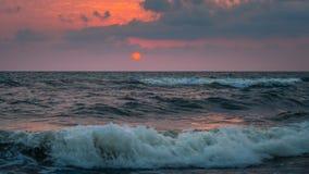 Ηλιοβασίλεμα Όμορφο ηλιοβασίλεμα Μαύρη Θάλασσα Χρυσό ηλιοβασίλεμα θάλασσας Θάλασσα ηλιοβασιλέματος Στοκ Εικόνες