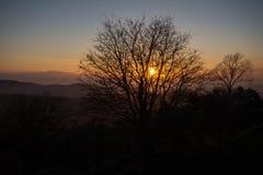 Ηλιοβασίλεμα όπως βλέπει από την ακρόπολη Civitavecchia Di Arpino, Ιταλία Στοκ Φωτογραφίες