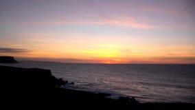 Ηλιοβασίλεμα Cantabria στη θάλασσα απόθεμα βίντεο