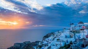 Ηλιοβασίλεμα Oia Santorini Ελλάδα στοκ φωτογραφία με δικαίωμα ελεύθερης χρήσης