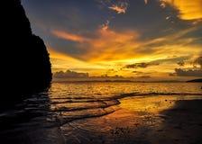 Ηλιοβασίλεμα Railay από την παραλία Στοκ Εικόνα