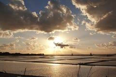 Ηλιοβασίλεμα στην αλυκή BRI στοκ φωτογραφίες με δικαίωμα ελεύθερης χρήσης