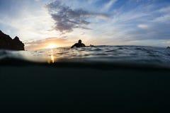Ηλιοβασίλεμα Surfer Στοκ Φωτογραφία