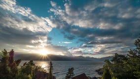 Ηλιοβασίλεμα Timelapse με Sunrays φιλμ μικρού μήκους