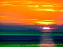 ηλιοβασιλέματος θερμό τόνου χρώμα τόνου χρώματος κρύο στη θάλασσα Στοκ Εικόνες