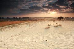 Ηλιοφάνεια πρωινού πέρα από τον αμμόλοφο άμμου Στοκ φωτογραφία με δικαίωμα ελεύθερης χρήσης