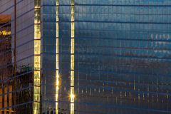 Ηλιοφάνεια στην οικοδόμηση παραθύρων γραφείων Στοκ φωτογραφία με δικαίωμα ελεύθερης χρήσης