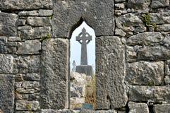 Η Ιρλανδία καταστρέφει το παράθυρο και το σταυρό Στοκ Φωτογραφία