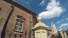 Η ισπανική εποχή έχτισε το Saint-Paul ο πρώτος καθεδρικός ναός ερημιτών που παρουσιάζει πύργο της φρακτών και κουδουνιών σιδήρου φιλμ μικρού μήκους