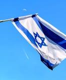 Η ισραηλινή σημαία αναπτύσσεται στοκ φωτογραφία