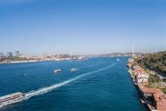 Η Ιστανμπούλ Βόσπορος και 15 Temmuz sehitler γεφυρώνει με την Ασία και europue τα δευτερεύοντα κτήρια Στοκ φωτογραφίες με δικαίωμα ελεύθερης χρήσης