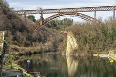 Η ιστορική γέφυρα Paderno, Ιταλία στοκ εικόνες