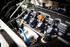 Η ισχυρή μηχανή ενός αυτοκινήτου Εσωτερικό σχέδιο της μηχανής με τη COM Στοκ Εικόνα
