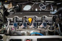 Η ισχυρή μηχανή ενός αυτοκινήτου Εσωτερικό σχέδιο της μηχανής με τη COM Στοκ φωτογραφία με δικαίωμα ελεύθερης χρήσης