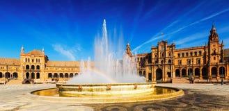 Ηλιόλουστη άποψη ημέρας Plaza de Espana με την πηγή Στοκ Φωτογραφία