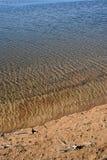 Ηλιόλουστη ακτή λιμνών Στοκ εικόνα με δικαίωμα ελεύθερης χρήσης