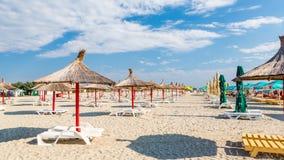 Ηλιόλουστη ημέρα σε μια ρουμανική παραλία στοκ φωτογραφία