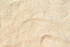 Ηλιόλουστη κινηματογράφηση σε πρώτο πλάνο άμμου παραλιών για το υπόβαθρο Τροπική φωτογραφία παραλιών Στοκ Εικόνες