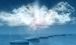 Ηλιόλουστος μπλε ουρανός πέρα από τη θάλασσα με να περπατήσει τις πέτρες Στοκ Εικόνες