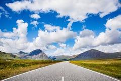 Ηλιόλουστος δρόμος Glencoe Στοκ εικόνα με δικαίωμα ελεύθερης χρήσης