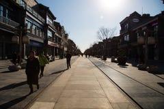 Ηλιόλουστος δρόμος Qianmen στο Πεκίνο Στοκ εικόνες με δικαίωμα ελεύθερης χρήσης