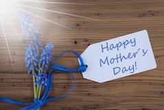 Ηλιόλουστος υάκινθος σταφυλιών Srping, ετικέτα, ευτυχής ημέρα μητέρων στοκ εικόνα