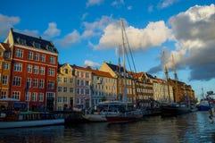 Ηλιόλουστο απόγευμα σε Nyhavn, Κοπεγχάγη Στοκ Φωτογραφία