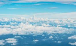 Ηλιόλουστο αφηρημένο υπόβαθρο άποψης ματιών πουλιών ουρανού Στοκ Εικόνες