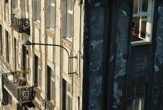 Ηλιόλουστο κτήριο Στοκ φωτογραφία με δικαίωμα ελεύθερης χρήσης