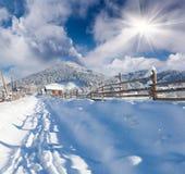Ηλιόλουστο τοπίο στο ορεινό χωριό Στοκ Φωτογραφίες