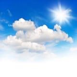 Ηλιόλουστο υπόβαθρο φύσης μπλε ουρανού περιβάλλον Στοκ εικόνα με δικαίωμα ελεύθερης χρήσης