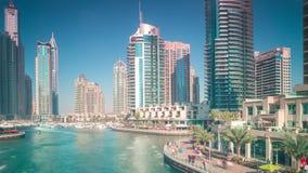 Ηλιόλουστο χρονικό σφάλμα κόλπων 4k από τη μαρίνα του Ντουμπάι απόθεμα βίντεο