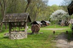 Ηλιόλουστο χωριό άνοιξη Στοκ φωτογραφία με δικαίωμα ελεύθερης χρήσης