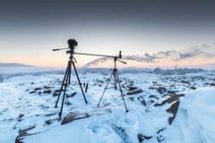Η κάμερα στα δύο τρίποδα κατά τη διάρκεια του πυροβολισμού timelapse Στοκ Εικόνα