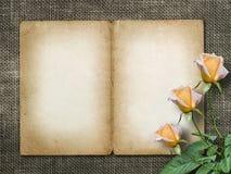 Η κάρτα για την πρόσκληση ή τα συγχαρητήρια με κίτρινο αυξήθηκε Στοκ Φωτογραφίες